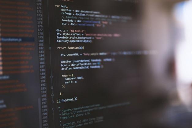 独学でプログラミング学習できるオンラインサービス3選